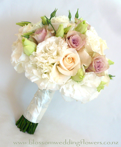 Wedding Bouquets With Lisianthus : Lacy lisianthus wedding blossoms